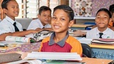 Як Шкільний Вчитель З Малайзії Відкрив Свою Меблеву Майстерню