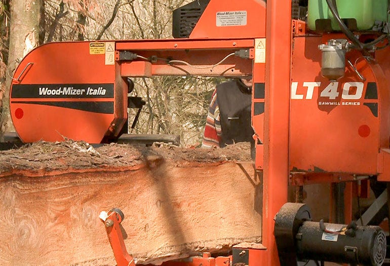 Wood-Mizer LT40 sawmill with hydraulic system for log loading
