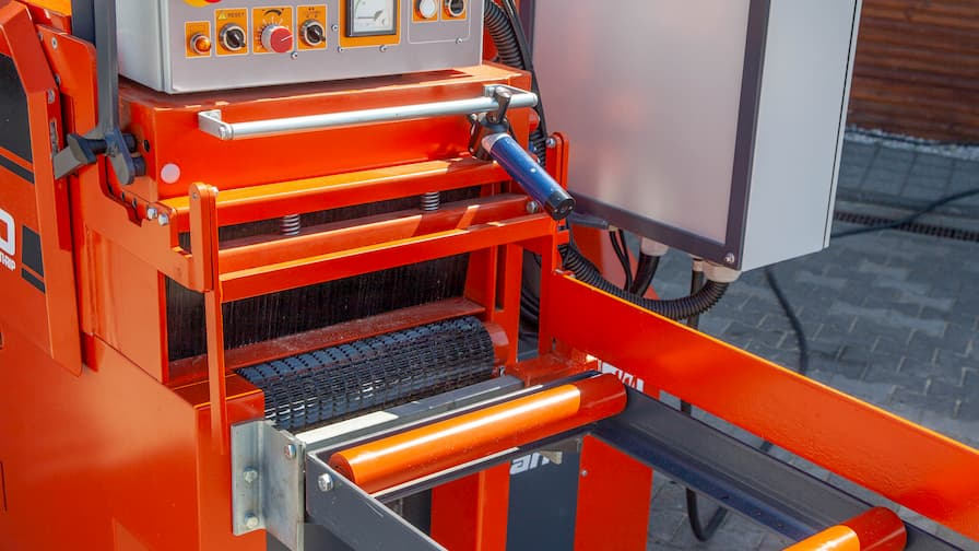 MR200 Double Arbor Multirip infeed with assistance roller