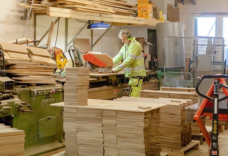 Crafting custom wooden floors in Sweden